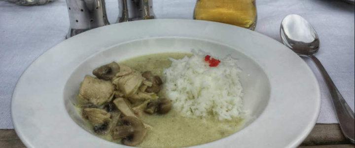 Tom Kha Gai (thailändische Hühnersuppe) mit Variation